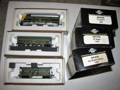ATHEARN AUTHENTIC HO SCALE JOHN DEERE (POWERED) LOCOMOTIVE HOPPER, CABOOSE, 1998 #Athearn