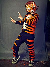 Fiery Tiger Costume Learn how to make this spunky tiger costume. Tiger Halloween Costume, Halloween Costumes Kids Homemade, Halloween Kostüm, Halloween Parade, Vintage Halloween, Halloween Makeup, Animal Costumes For Kids, Kids Costumes Boys, Book Costumes