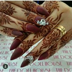 Latest Bridal Full Hand And Feet Mehandi Design Full fit latest mehandi designs for bridal 2017 ammazing and unique henna designs. Finger Henna Designs, Modern Mehndi Designs, Beautiful Henna Designs, Mehndi Designs For Fingers, Arabic Mehndi Designs, Latest Mehndi Designs, Henna Tattoo Designs, Bridal Mehndi Designs, Mehandi Designs