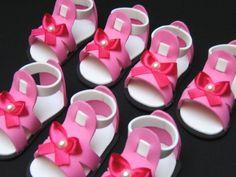 EVA sapatinho rosa - Lembrança batizado - bela lembrança Baby Shower Favors, Bridal Shower, Diy And Crafts, Arts And Crafts, Ballerina Birthday, Baby Born, Doll Shoes, American Girl, Doll Clothes