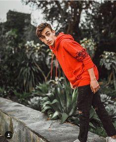 Who u peeping at john? Johnny Orlando Instagram, Hayden Summerall, Bratayley, Best Friend Pictures, Music Lovers, Celebrity Crush, Cute Guys, Justin Bieber, Bomber Jacket