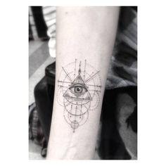 Eye of Providence on Sky Ferreira's inner forearm. Artista Tatuador: Dr. Woo