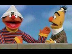 Bert & Ernie - Ernie hergebruikt Berts krant Scary, Creepy, Bert & Ernie, Tv On The Radio, Bedtime, Lesson Plans, Have Fun, Projects To Try, Youtube