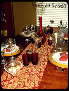Gold and Ruby Tablescape for an elegant Christmas dinner