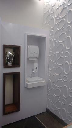 Sala de Procedimento - Ortopedia - Revestimento Goede - Nichos - Iluminação Indireta - Lacca Branca - Nova Imbúia - Cuba - Espaço para higienização. Clínica Ortopédica - Francisco Beltrão - Paraná - Brasil.