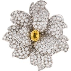 Pre-owned Diamond and Topaz Flower Brooch ($12,795) ❤ liked on Polyvore featuring jewelry, brooches, flower broach, pin jewelry, 18 karat gold jewelry, topaz jewelry and pre owned jewelry