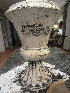 Down to Earth Style: Coffee Antiqued Urn Use coffee grounds to distress spray painted pieces. Coffee Grain, Do It Yourself Furniture, Uses For Coffee Grounds, Looks Vintage, Painted Furniture, Distressed Furniture, Furniture Redo, Metal Working, Diy Home Decor