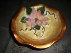 Alzatina in terracotta decorata con stella di natale in porcellana fradda