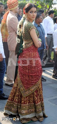 Riteish, Genelia at family wedding Pakistani Dresses, Indian Dresses, Indian Outfits, South Indian Bride, Indian Bridal, Bridal Outfits, Bridal Dresses, Simple Lehenga, Desi Clothes