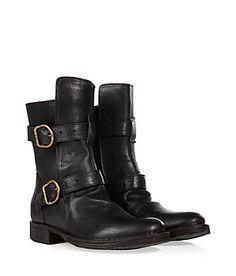 Die Zutaten für coole Biker-Boots? Schwarzes Leder, rockige Riemen und ein derber Look! Hier von Fiorentini & Baker #Stylebop