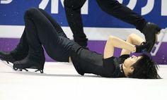 フィギュアスケート世界選手権の公式練習中、ジャンプの着地に失敗して転倒する羽生=カナダ・オンタリオ州ロンドンのバドワイザー・ガーデンズで2013年3月11日、山本晋撮影  http://mainichi.jp/graph/2013/03/13/20130313org00m050007000c/014.html