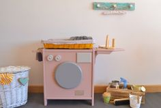 Wooden toy washing machine. Macarena Bilbao
