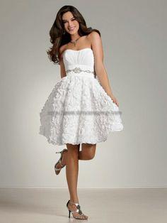 Beach wedding dress - 2nd dress? Or bridesmaids - dye it beige or blue?