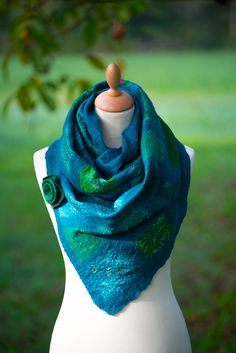 nuno felted scarf with sari silk Nuno Felt Scarf, Felted Scarf, Sari Silk, Nuno Felting, Fashion, Amor, Felting, Moda, Fashion Styles