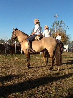 @CarignanoAtilio #caballoscriollos las Damas invaden a los Gauchos en el Aparte Campero en @srjmcba @Ateneosrjm pic.twitter.com/FiM56Eh3Gb
