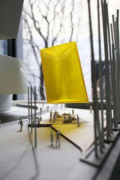 """Maqueta de la propuesta. """"He"""" propuesta de bam! bottega di architettura sostenibile, es el ganador del YAP MAXXI 2013. Imagen cortesía de MAXXI. Señala encima de la imagen para verla más grande."""