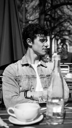 Shwan Mendes, Mendes Army, Fangirl, Foto Gif, Shawn Mendes Cute, Shawn Mendes Wallpaper, Beautiful Boys, Cute Guys, Celebrity Crush