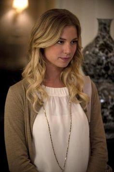Emily's white elastic top on Revenge.  Outfit Details: http://wornontv.net/9261/ #Revenge