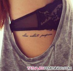 diseños de tatuajes 2019 Alis volat propriis - She flies with her own wings - Tattoo Designs Photo Lateinisches Tattoo, Tattoo Son, Piercing Tattoo, Get A Tattoo, Tattoo Thigh, Hip Piercings, Tattoo Eagle, Text Tattoo, Trendy Tattoos