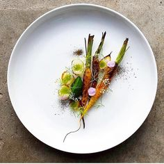 Fire roasted carrots with charred sour onions, carrot ash & dill. ✅ By - @dennis.eats ✅ #ChefsOfInstagram 🚨 www.ChefsOF.com 🚨