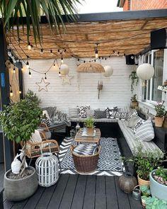 Small Backyard Patio, Backyard Patio Designs, Diy Patio, Backyard Pools, Backyard Landscaping, Wood Patio, Narrow Backyard Ideas, Outdoor Rooms, Outdoor Living