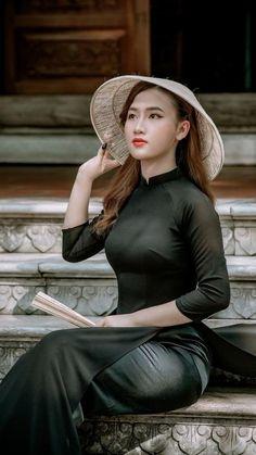 Vietnamese Traditional Dress, Traditional Dresses, Ao Dai, Beautiful Asian Women, Asian Woman, Asian Beauty, Cute Dresses, Cool Girl, Lady