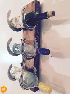 Wine rack Reclaimed Horse Shoes scrap wood by LouisvilleUpcycle(Diy Furniture Ideas) Horseshoe Projects, Horseshoe Crafts, Horseshoe Art, Horseshoe Wine Rack, Old Wine Bottles, Wine Bottle Rack, Wine Bottle Crafts, Reclaimed Wood Projects, Diy Wood Projects