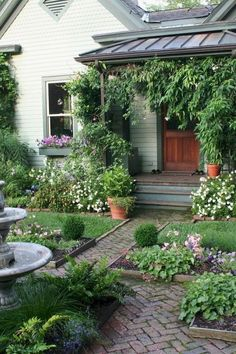 Beautiful Small Cottage Garden Ideas for Backyard Inspirations 61 - decoration Small Cottage Garden Ideas, Backyard Cottage, Cottage Garden Design, Small Garden Design, Garden Renovation Ideas, House Renovations, Pot Plante, Unique Gardens, Backyard Landscaping