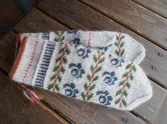 Fingerless Mittens, Knit Mittens, Mitten Gloves, Knitted Hats, Wrist Warmers, Hand Warmers, Knitting Projects, Knitting Patterns, Mittens Pattern