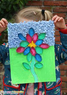 Une fleur en rouleau de papier toilette et en papier crépon. Voici une activité de printemps facilement réalisable avec des enfants de maternelle Toilet Paper Roll Crafts, Diy Paper, Paper Crafts, Diy For Kids, Crafts For Kids, Diy And Crafts, Arts And Crafts, Mothers Day Crafts, Activities For Kids