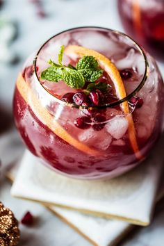 You're sure to find your new favorite drink with one of these 22 sparkling cocktail recipes! Christmas Drinks, Holiday Drinks, Holiday Recipes, Thanksgiving Cocktails, Thanksgiving Meal, Winter Drinks, Fun Cocktails, Cocktail Recipes, Alcoholic Cocktails