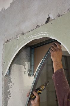This article is diy guide about how to build a drywall arch. We show you how to cut and bend the drywall and to install it on a metal frame or a wooden frame. Metal Building Homes, Metal Homes, Building A House, Archways In Homes, Metal Stud Framing, Arch Doorway, Steel Buildings, Drywall, Ceiling Design