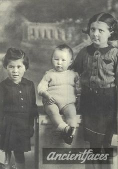 Paulette Gotlib, Simone Gotlib Gender: female child, female toddler Birth: Feb. 1936, June 1939 Nationality: French Background: Dutch+Jewish Residence: Paris, France Death: August 19, 1942 Cause: Gassed Age: 6 years, 3 years