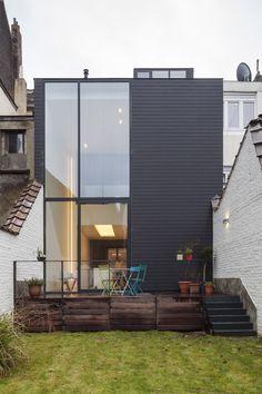 J&M house anderlecht, bruno vanbesien architecten. Architect Career, Architect Logo, Architect Design, Facade Design, House Design, Architect Sketchbook, Small Modern Home, Beautiful Buildings, Beautiful Homes
