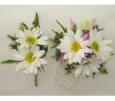 Matching whtie daisy corsage and boutonniere, something a little different than the traditional rose.