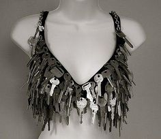 They even store keys. 20 Of The Craziest Bras Ever Created Diy Fashion, Ideias Fashion, Fashion Show, Fashion Outfits, Fashion Design, Decorated Bras, Recycled Dress, Recycled Clothing, Diy Kleidung
