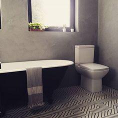 Marmorino grey bathroom by Emily Smoor of Fantoush Interiors. Monochrome, black roll top bath, fouta, peshtemal. Goose eye kelim tiles.