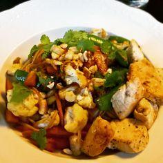 Asiatisk nudelsalat med kylling, ændret til DDV-PRINCIP. Til 2 pers. Halvdelen af dressingopskriften😉