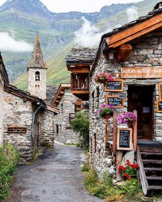 Bonneval-Sur-Arc, Rhone-Alpes, France Photo credit @journeyandcamera