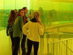 """I december måned drager vi på kulturtur. Sidste år gik turen til Århus Teater og ARoS.  Steder vi sagtens kunne finde på at besøge igen. Kombinationen af teaterforestilling og museumsbesøg er nærmest obligatorisk. Billedet her er taget i Olafur Eliassons """"Your rainbow panorama"""""""