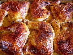 Ten pomysł krąży po sieci od dawna - namoczone a właściwie zamarynowane w maślance udka kurczaka piecze się, wcześniej przyprawiając, i mięs...