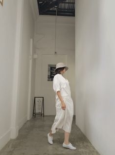 White Sneakers, Normcore, Style, Fashion, White Tennis Shoes, Swag, Moda, Fashion Styles, Fashion Illustrations
