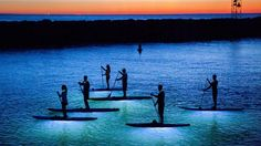 Kayak Paddle Beautifully Surreal Photos of Stand Up Paddle Boarding at Night - My Modern Metropolis Sup Stand Up Paddle, Sup Paddle, Sup Surf, Sailboat Interior, Surreal Photos, Sup Yoga, Standup Paddle Board, Learn To Surf, Koh Tao