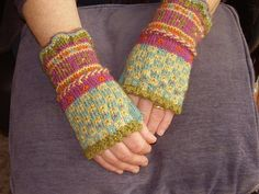 latvian and fingerless. Moe Made these and they were fabulous. Fair Isle Knitting, Loom Knitting, Free Knitting, Knitting Patterns, Hat Patterns, Stitch Patterns, Knit Mittens, Knitted Gloves, Fingerless Mitts