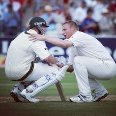Tom Shaw of Getty Images was responsible for this photo of Andrew Flintoff consoling Brett Lee after England won a nail-biting second Ashes Test at Edgbaston in 2005 Test Cricket, Cricket Sport, Cricket Bat, Brett Lee, English Legends, Iconic Photos, Sports Photos, How To Memorize Things, Football