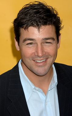 Kyle Chandler...Handsome as always