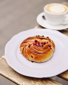 we arrived again dwelling yesterday from our journey overseas and that i'm nonetheless interested by this unbelievable morning bun from that we shared in Budapest final week! Morning Bun, Learn To Cook, Recipe Of The Day, Back Home, Instagram Accounts, Budapest, Italian Recipes, Tart, Wanderlust