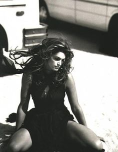 Cindy Crawford for Harper's Bazaar July 1995 by Peter Lindbergh Peter Lindbergh, Cindy Crawford, Top Models, 90s Fashion, Fashion Models, High Fashion, Fashion Portraits, Photography Photos, Fashion Photography