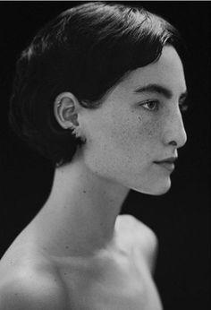 visage / personnage / photoportrait / bonjour / profil / olokosmon / jeune / femme