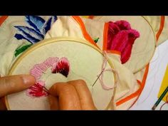 Como bordar un tulipan muy facil Sonia R.A. - YouTube Hand Embroidery Videos, Wool Embroidery, Embroidery Hoop Art, Embroidery Techniques, Embroidery Stitches, Fabric Flowers, Tatting, Sewing Crafts, Needlework